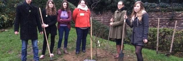 Ouest-France : Les Jeunes Écologistes de Rennes plantent un arbre contre les violences policières